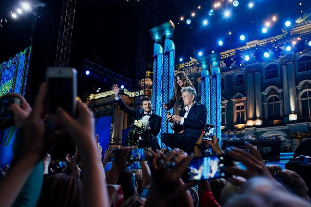 В честь 320 2013летия военно 2013морского флота россии на дворцовой площади состоится праздничный концерт синяя вечность
